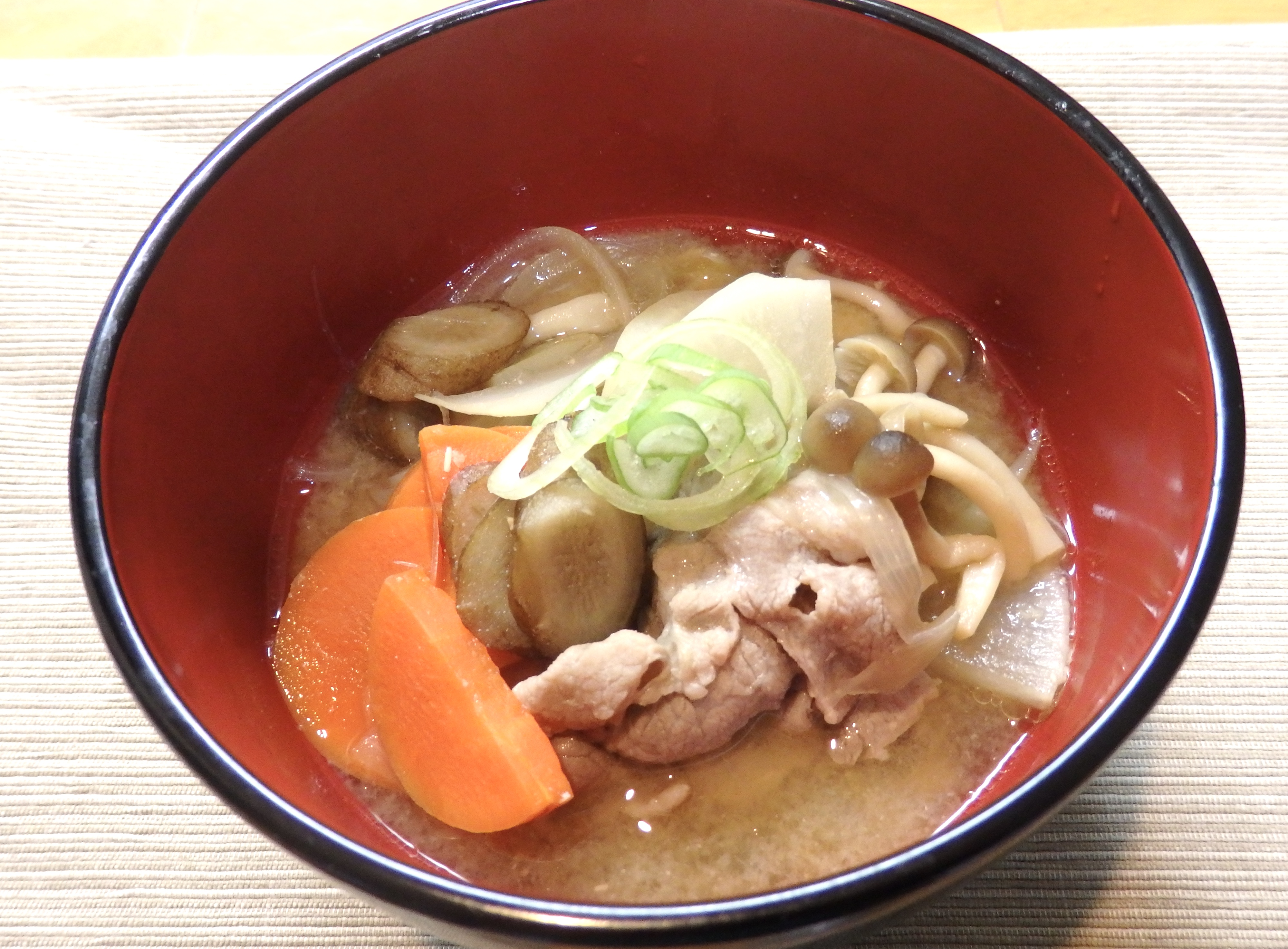 1月のレシピ「玉ねぎたっぷり豚汁」